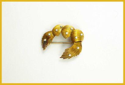 Broche croissant en or jaune 18K 750 millièmes...