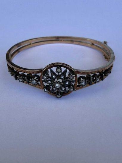 Bracelet rigide ouvrant en or rose 18K 750...