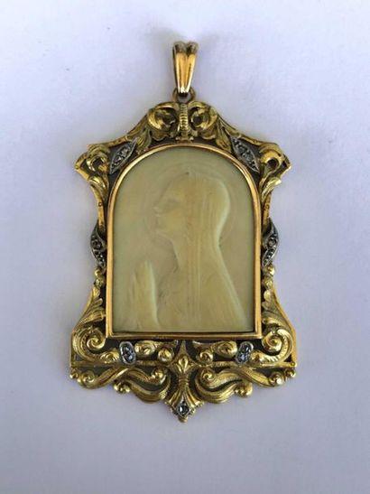 Médaille pendentif en 2 tons d'or rose et...