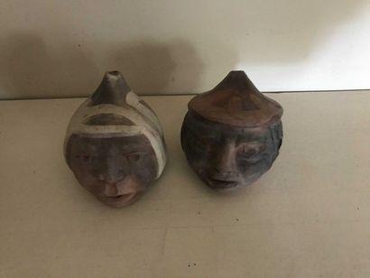 Souvenir de voyage: deux ocarinas tête en...