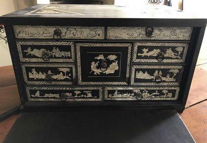 Cabinet en placage d'ébène, bois noirci et...