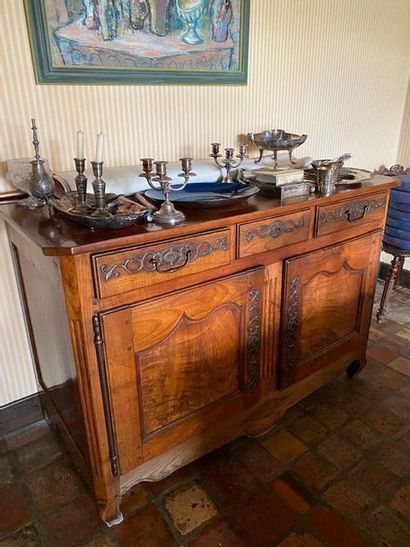 Moulded natural wood sideboard with three...