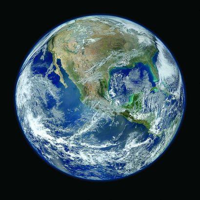 47 NASA La Terre, 2012 Tirage chromogénique...