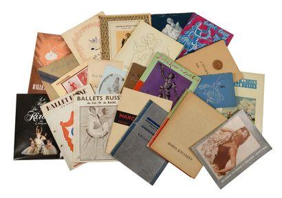 Lot de 26 brochures sur Anna Pavlova et de...