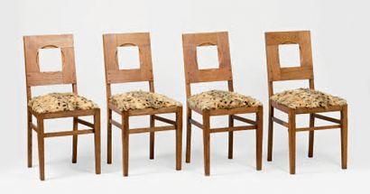 Suite de quatre chaises en sapin, à dossier...