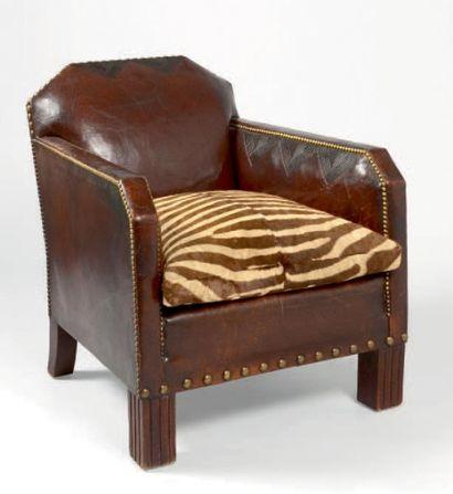 Fauteuil en cuir des années 50 havane à motifs...