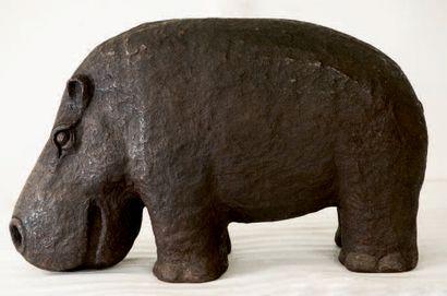 Hippo Carton. Hauteur: 53 cm Longueur: 90...