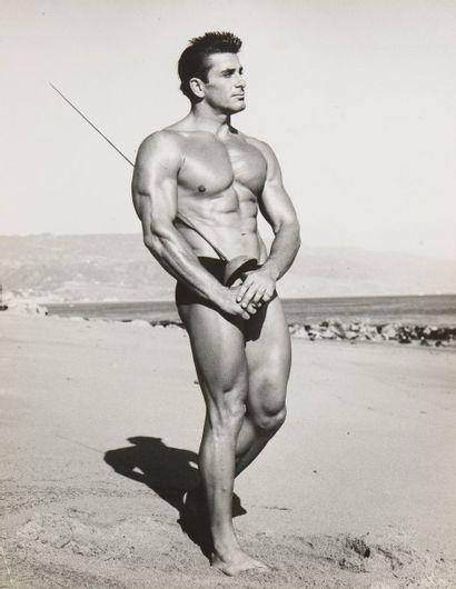 11 Bruce of Los Angeles (1909-1974) Modèle...