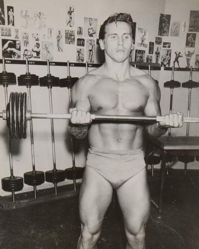 24 Bruce of Los Angeles (1909-1974) Entraînement....