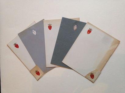 Famille CHEREMETIEFF Lot de 5 papiers à lettres...