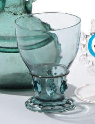 Verre en verre fumé bleu. XIXe siècle. Hauteur:...