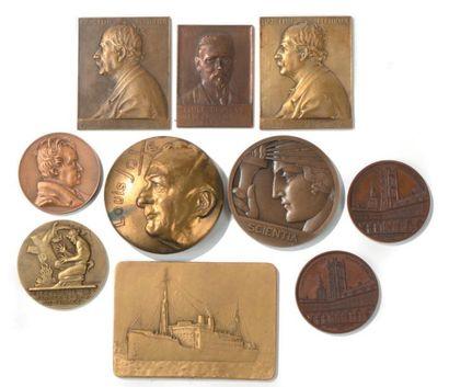 Lot de cinq médailles en bronze doré: deux...