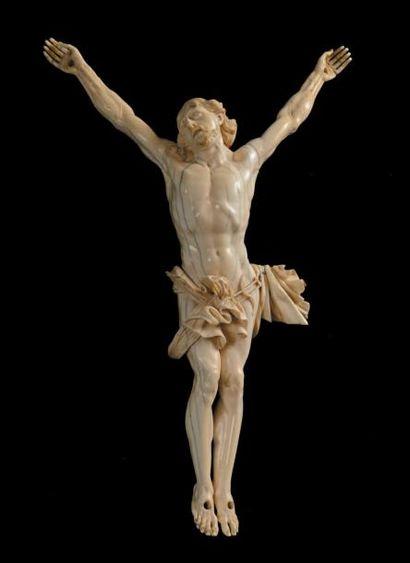 Christ en ivoire sculpté. XVIIIe siècle....