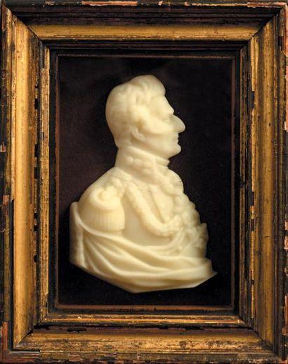 Profil en cire blanche représentant le Duc...