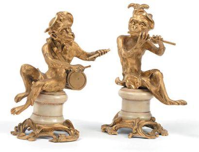 Paire de figures en bronze doré représentant...