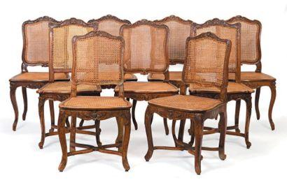 Ensemble de douze chaises cannées en hêtre...