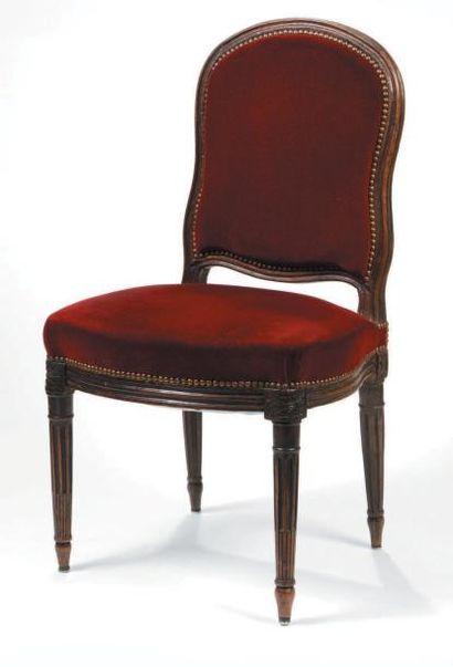 Chaise en hêtre teinté à dossier plat et...
