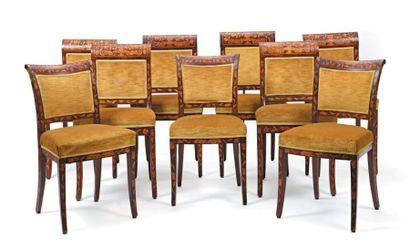 Suite de six chaises à dossier incurvé et...