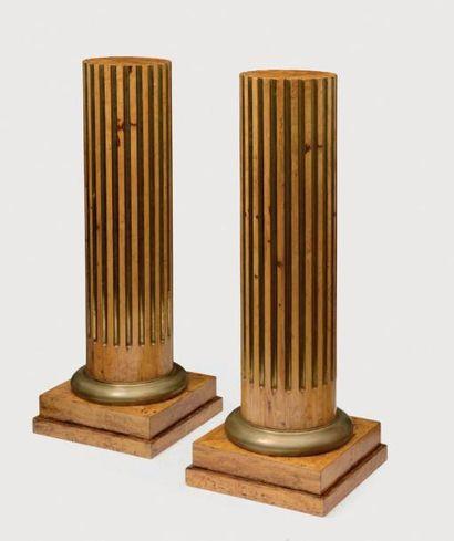 Rare paire de demi-colonnes en placage de...