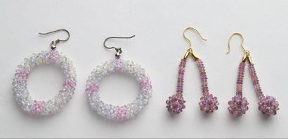 Paire de pendants d'oreilles parés d'une...