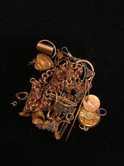 Un lot comprenant un bracelet, une chaîne...