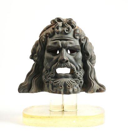 17 D'après l'antique Tête en bronze représentant...