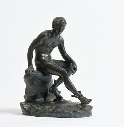 30 Mercure assis sur un rocher, d'après l'antique....
