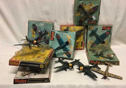 DINKY TOYS: 12 avions de chasse d'origine...