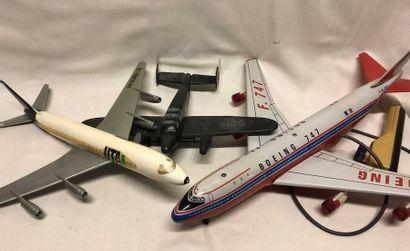 Deux avions de lignes d'agence et téléguidé...