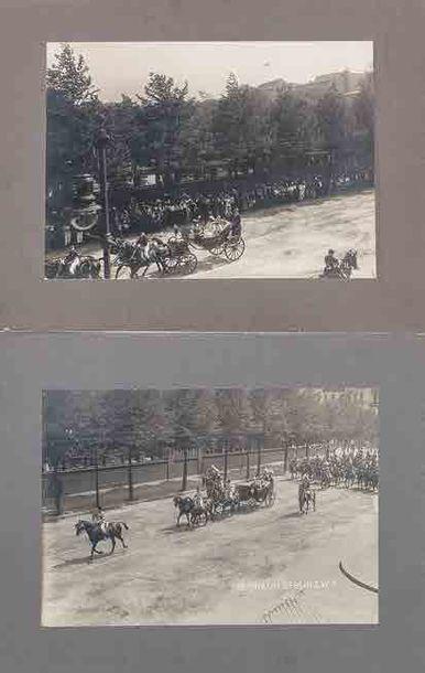 Deux photographies: l'empereur Nicolas II...