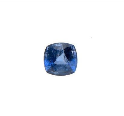 Saphir bleu, carré. Poids: 1,12 ct