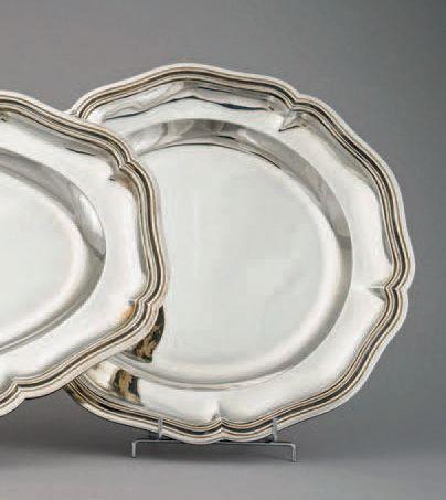 Plat rond en argent (950/1000e), modèle filet-contours....