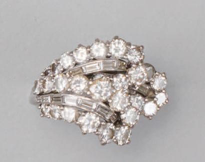 *Ring in platinum (950/1000) decorated with round diamonds and baguette diamonds....