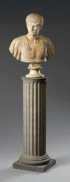 *Important buste en marbre blanc veiné gris,...