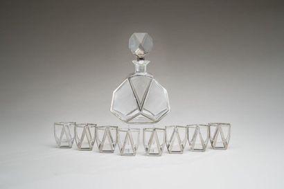 Service à Porto de forme moderniste en cristal...