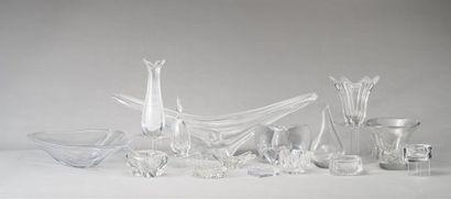 Lot en cristal comprenant coupes vases cendriers...
