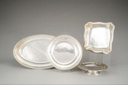 Ensemble de deux plats en argent (950/1000e)...