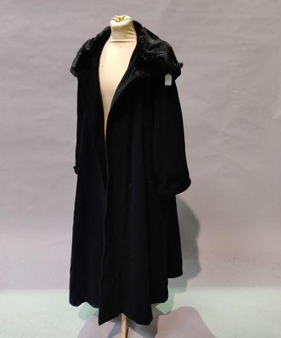 *Anomyme  Long manteau en Cashgora noir,...
