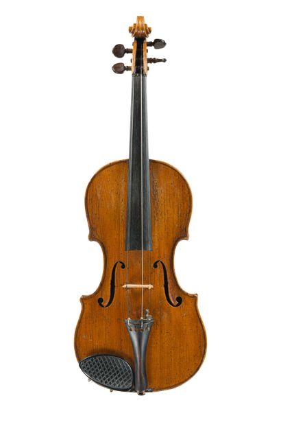 Joli violon français 18 ème portant une...