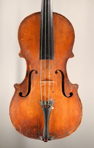 Intéressant violon portant une étiquette...