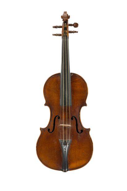 Très joli violon de taille ½ fait à Mirecourt...