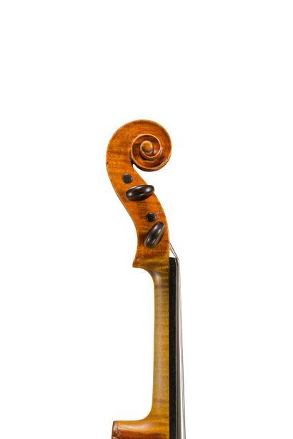 Très joli violon fait par Guglielmo Rossi à Pavia en 1912 dont il porte l'étiquette...
