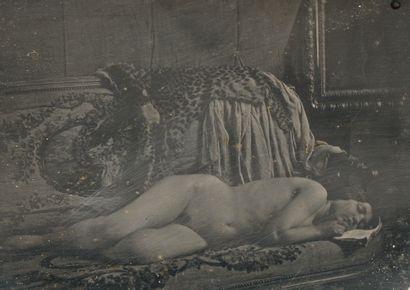 Photographe non identifié. Femme nue allongée...