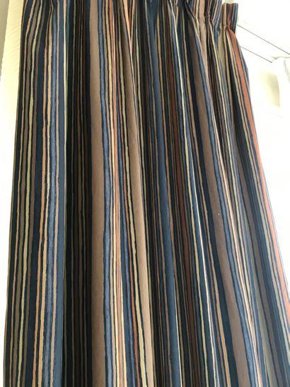 Paire de rideaux en toile enduite à rayures...