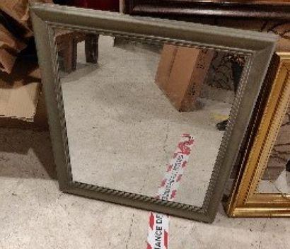 Miroir rectangulaire en bois et bois doré à décor de noeud  H.: 70 cm; L.: 60...