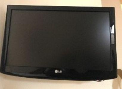 2 Télévisions LG 53 cm.  Ch 102, 104