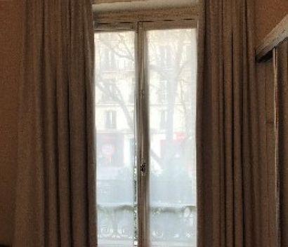 Paire de rideaux chiné beiges.  H.: 300...