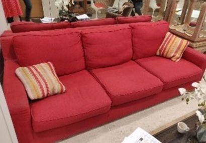 POLTRONE SOFA  Canapé trois places en tissu rouge  H.: 73 cm; L.: 220 cm; P.:...