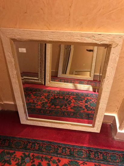 Lot de 4 miroirs en bois cérusé divers. Couloir 3e étage