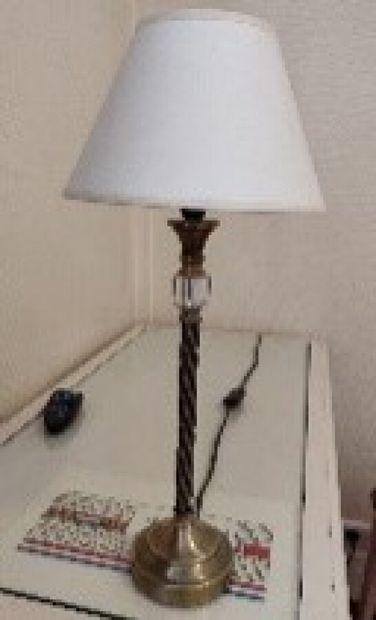 Paire de lampes colonne en métal doré, fût...